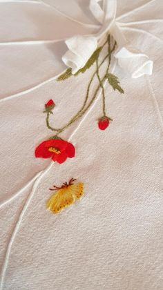 연잎다포 : 네이버 블로그 Flower Embroidery Designs, Embroidery Patterns, Hand Embroidery, Quilting Designs, Brooch, Quilts, Stitches, Flowers, Handmade
