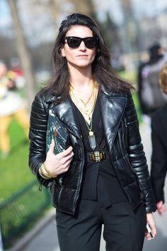 Rockinh all black in Paris.
