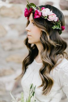 Wedding Hair Down 18 Gorgeous Wedding Hairstyles with Flower Crown - While we love a traditional veil, it's safe to say we're suckers for a bridal flower crown. Not only are they absolutely stunning, but they're perfect for DIY brides. Romantic Curls, Romantic Wedding Hair, Flower Crown Wedding, Wedding Hair Down, Wedding Hair Flowers, Wedding Hair And Makeup, Flowers In Hair, Flower Crowns, Green Wedding