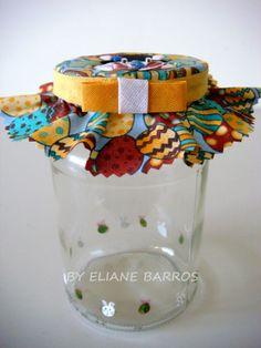vidro reciclado, com tampa trabalhada em patchwork embutido, por Eliane Barros.