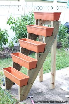 An ascending planter box garden lifts veggies up and away from hungry rabbits, while the tall design allows for more boxes in less space! Source: Ruffles & TrufflesAn ascending planter box garden lifts veggies up and away from hungry rabbits, while the ta Diy Gardening, Small Space Gardening, Container Gardening, Organic Gardening, Vegetable Gardening, Jardim Vertical Diy, Vertical Garden Diy, Vertical Gardens, Vertical Planter
