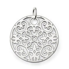 THOMAS SABO ornament pendant with eyelet, made from 925 Sterling silver. The arabesque disc is an absolute trend piece with its modern cut-outs in Sterling silver. Perfect when accented with onyx or mother-of-pearl discs of the SPECIAL ADDITION collection. Size: 3.5 cm