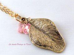 Colgante hoja y mariposa rosa de La Tienda Vintage de Kima por DaWanda.com