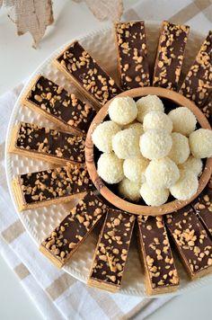 Prajitura Foi Caramel - Retete culinare by Teo's Kitchen Caramel, Scotch, Cereal, Breakfast, Kitchen, Bakken, Gifts, Sticky Toffee, Morning Coffee