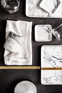 H&M Home | Marble patterned porcelain