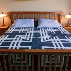 Twisted Craze: Labyrinth Queen Size Quilt Pattern @ mccallsquilting.com. Free pattern download