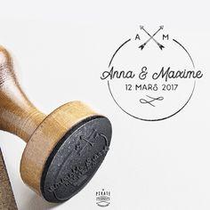Tampon Mariage personnalisé Flèches Croisées, Initiales et Prénoms des Mariés