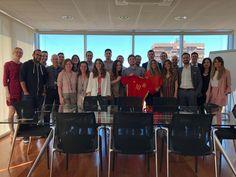 El equipo de AXPE apoyando a la Selección Española de Fútbol antes del primer partido ⚽️  #Equipo #HagamosQueOcurra #Rusia2018 #POR - #ESP