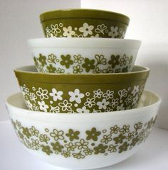 A complete set of Pyrex mixing bowls - Spring Blossom