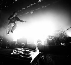 Chino Moreno in action!  Deftones.