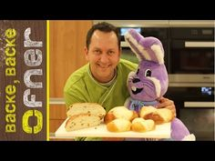 Bio Osterbrot & Butterpinzen | Backe backe Ofner - YouTube Sauces, Bread Rolls, Pain, Cereal, The Creator, Food And Drink, Cooking, Breakfast, Sweet