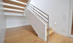 Wandscheibentreppe mit Edelstahlgeländer von BECKER Treppen