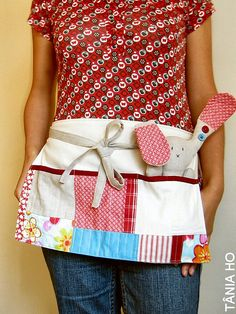 red and aqua swap - sent very useful apron!very useful apron! Sewing Hacks, Sewing Crafts, Sewing Projects, Sewing Aprons, Sewing Clothes, Cool Aprons, Half Apron, Aprons Vintage, Textiles