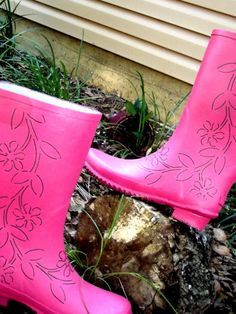 another option to paint my own rain boots!  =)
