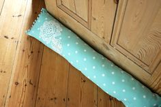 How to Make a Simple Draft Excluder Draught Excluder Diy, Draft Excluder, Draught Excluders, Door Draught Stopper, Draft Stopper, Quilting Projects, Craft Projects, Sewing Projects, Sewing Ideas