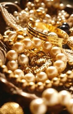 gold jewelry, trends, addition elle, plus size, curvy