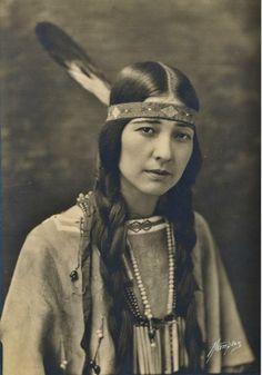 Te-Ata (aka Bearer Of The Morning, aka Mary Frances Thompson-Fisher) - Chickasaw - circa 1930