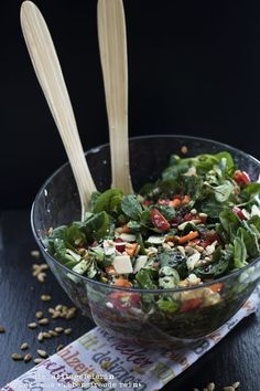 {RECIPE} * Mixed salad with roasted pine nuts and honey mustard dressing - Party - Salat Corn Salads, Easy Salads, Fruit Recipes, Salad Recipes, Green Lettuce, Best Pasta Salad, Honey Mustard Dressing, Healthy Snacks, Healthy Recipes