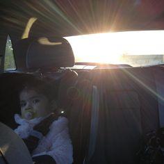 De esos pequeños momentos que hacen grande tu corazón!! Dos segundos después de haber tomado esta foto el sol solo desapareció. Fue tapado por muchas nubes... Increíble me dejó tomar esta hermosa foto! Gracias universo!!!!.   #sol #sun #lighthealer #mamalatina #mommystyle #blogueramexicana #latinastyle #mommylife #light #healer #indigokids #preciousmoments #motherhood #latinstyle #sky #connyluna #mediumship #blogger #perfectmoment #namaste #universe