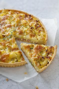 poireau lardons tarte pomme terre de Tarte poireau pomme de terre lardonsYou can find Easy to make recipes and more on our website Healthy Dinner Recipes, Healthy Snacks, Snacks Recipes, Food Porn, Batch Cooking, Potato Recipes, Smoothie Recipes, Crockpot Recipes, Easy Meals