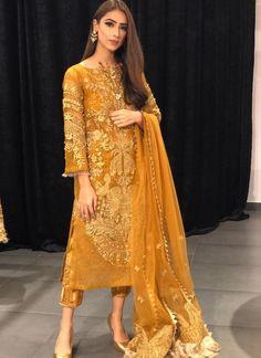 ideas pakistani wedding dresses mehndi gold for 2020 Pakistani Couture, Pakistani Wedding Dresses, Indian Wedding Outfits, Pakistani Outfits, Bridal Outfits, Indian Outfits, Pakistani Fashion Casual, Shadi Dresses, Pakistani Formal Dresses