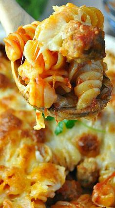 You don't even have to boil the pasta for this easy Dump and Bake Meatball Casserole! With only 5 simple ingredients, family-friendly weeknight dinners don't get much better than this! Dump Meals, One Pot Meals, Main Meals, Freezer Meals, Italian Recipes, Crockpot Recipes, Cooking Recipes, Dump Recipes, Italian Foods