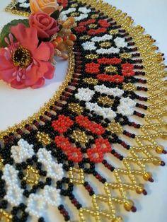 En güzel kolye Diy Necklace Patterns, Beaded Jewelry Patterns, Pearl Crafts, Fabric Origami, Seed Bead Necklace, Handmade Beads, Beading Tutorials, Beaded Flowers, Bead Weaving