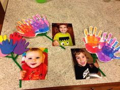holding handprint flowers for mom's birthd Mothers Day Crafts Preschool, Fathers Day Crafts, Baby Crafts, Preschool Crafts, Fun Crafts, Mothers Day Pictures, Mothers Day Cards, Projects For Kids, Diy For Kids