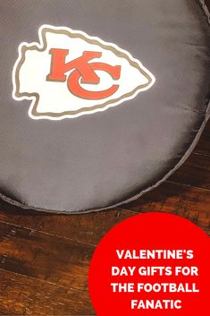 Valentine's Day gift idea for the football fan in your life! Oakland Raiders Football, Football Gear, Football Girls, Football Outfits, Football Fans, Diy Valentine's Day Card Box, Raiders Cheerleaders, 32 Nfl Teams, Cute Valentines Day Gifts