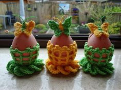 FIJNE PAASDAGEN!  FREE PATTERN as at 7th July 2015 Easter Crochet Patterns, Crochet Crafts, Crochet Projects, Easter Gift, Easter Crafts, Crochet Kitchen, Crochet Videos, Egg Decorating, Crochet Accessories