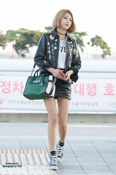 Pin and pin is allover. Korean Airport Fashion, Korean Fashion Winter, Korean Fashion Summer, Asian Fashion, Snsd Fashion, Fashion Outfits, Yuri, Girl's Generation, Sooyoung Snsd