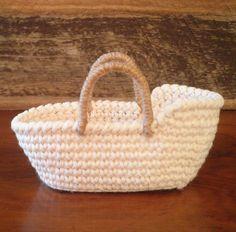 Miniature Crochet Moses Basket, Baby Doll Basket, Dollhouse Moses Basket