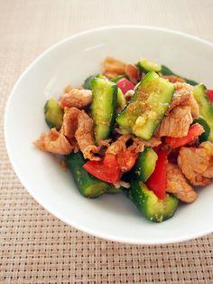 たっぷりキュウリが主役♪ピリ辛オトナ味でビールがすすみます。 Yummy Food, Tasty, Food Cravings, Kung Pao Chicken, Japanese Food, Main Dishes, Cooking, Ethnic Recipes, Bento Ideas