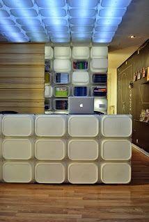 Marzua: Estantería y luminaria hecha con cajas de Ikea