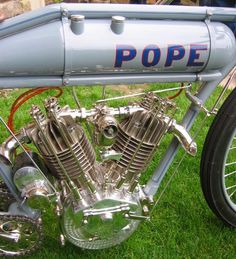 pope Old School Motorcycles, Antique Motorcycles, American Motorcycles, Cool Motorcycles, Motorcycle Engine, Motorcycle Art, Motorcycle Design, Bicycle Engine, Classic Motorcycle