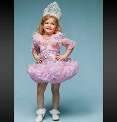 How to Create a Toddlers and Tiaras Halloween Costume