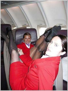 20 photos d'hôtesses de l'air qui n'ont aucune gêne et en montrent plus que le client en demande! - Images - Ayoye