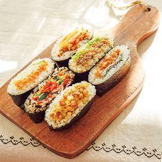 快腸になる!おにぎらず:日経ウーマンオンライン【日経ヘルス3月号】 A Food, Food And Drink, Onigirazu, Kimbap, Japanese Sushi, Vegetarian Lifestyle, Sushi Rolls, Wrap Sandwiches, Korean Food