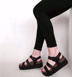 Bios coolway cumbia punks not dead shoes, footwear и cute sh Sock Shoes, Cute Shoes, Me Too Shoes, Shoe Boots, Shoes Sandals, High Platform Shoes, Nude High Heels, Modelos Fashion, Sandals Outfit