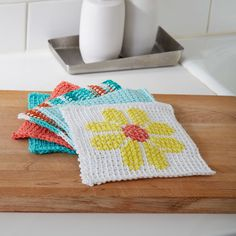 For the perfect intro to Tunisian crochet, stitch this one up in Lily Sugar 'n Cream. Crochet Kitchen, Crochet Home, Crochet Yarn, Free Crochet, Crotchet, Crochet Dishcloths, Tunisian Crochet, Craft Patterns, Crochet Patterns