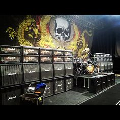 Zakk Wylde 2012 rig: wall of Marshalls.