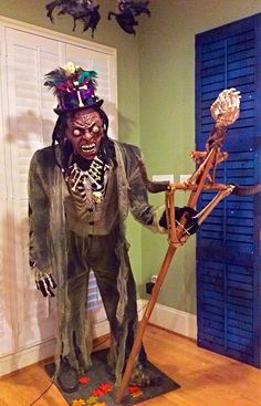 Reverend Zombie's Voodoo Shop photo by lsinicropi Voodoo Party, Voodoo Halloween, Halloween Graveyard, Halloween Haunted Houses, Creepy Halloween, Disney Halloween, Halloween House, Halloween 2019, Halloween Masks