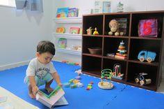 Projetei o quarto Montessori de Artur inspirada no tema brinquedos populares. Tudo foi feito com muito amor e dedicadas horas de pesquisas na internet para definir qual o melhor layout do quarto, q…