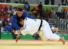 Japan's Mashu Baker (white) competes with Georgia's Varlam Liparteliani (blue) during their men's -90kg judo contest gold medal match of the Rio 2016 Olympic Games in Rio de Janeiro on August 10, 2016. / AFP / Jack GUEZ (Photo credit should read JACK GUEZ/AFP/Getty Images)