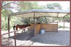 Horse enthusiasts dream ranch in Parkfield, CA - pasture shelter Horse Shed, Horse Barn Plans, Horse Stalls, Horse Pens, Horse Paddock, Horse Shelter, Dressage, Run In Shed, Dream Barn