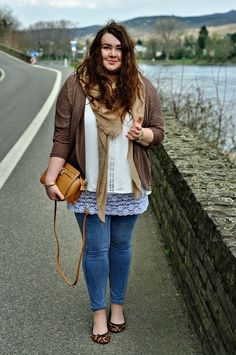 59e2548b947 Große Größen Plus Size Fashion Blog - hippie boho clean style - brown  cardigan