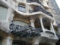 "it is easy to see why ""organic architecture"" cannot be easily defined"