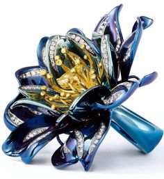 Titanium flower ring by La Reina