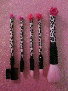 Cute Makeup Brushes<3