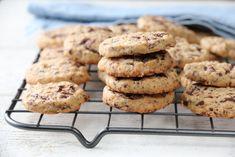 Havrekjeks med sjokolade og appelsin Norwegian Food, Norwegian Recipes, Cake Recipes, Bread, Baking, Desserts, Easy, Cakes, Kitchens